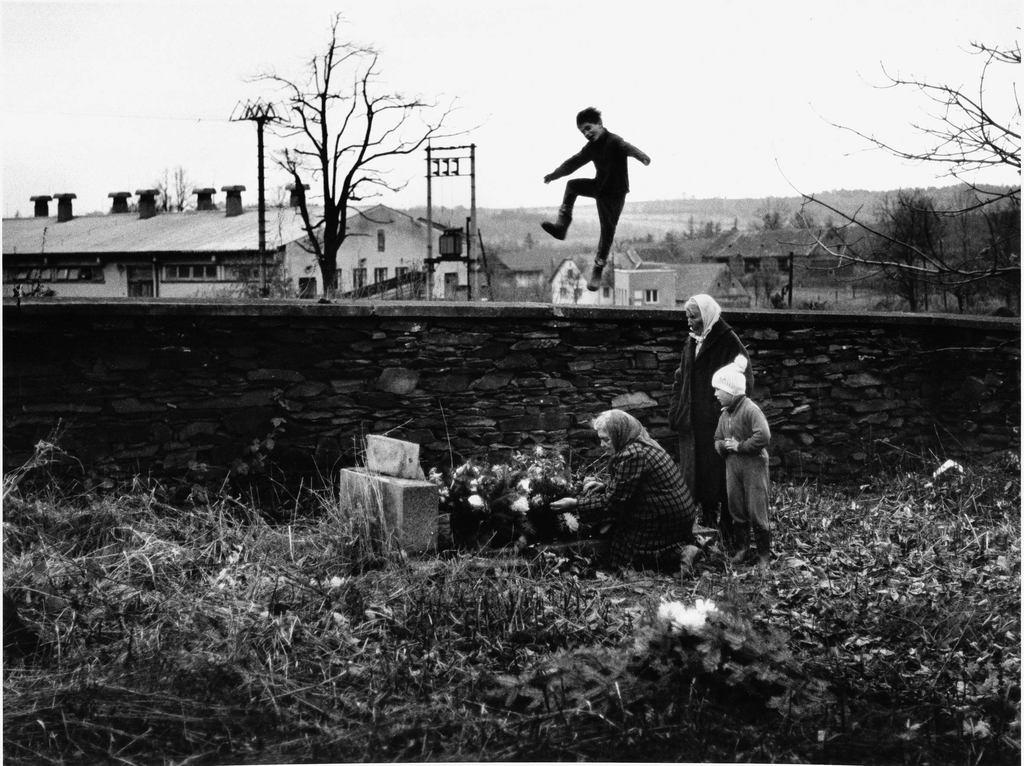 Křížov (1981)-Vesnice je svět